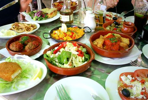Mountain horse ride with traditional Spanish restaurant